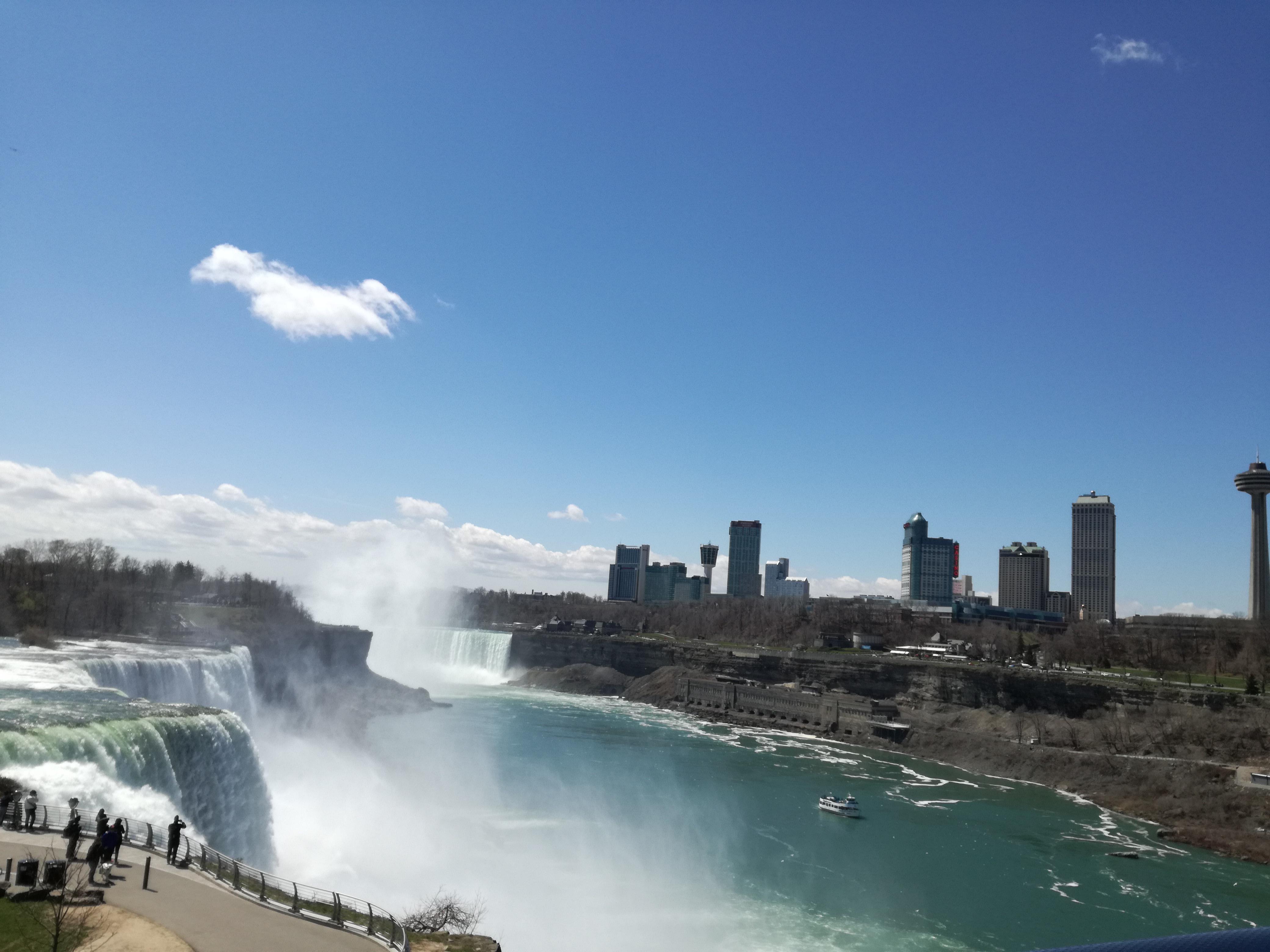 Zbor nebun de la New York la Buffalo doar pentru a vedea Cascada Niagara!